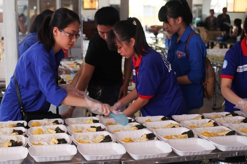 Tặng suất ăn miễn phí cho thí sinh và người nhà tham dự kỳ thi THPT quốc gia 2015 - ảnh 4