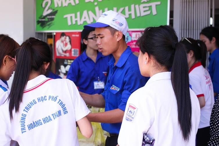 Tặng suất ăn miễn phí cho thí sinh và người nhà tham dự kỳ thi THPT quốc gia 2015 - ảnh 11