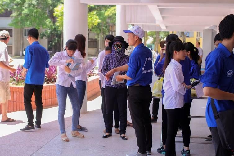 Tặng suất ăn miễn phí cho thí sinh và người nhà tham dự kỳ thi THPT quốc gia 2015 - ảnh 14