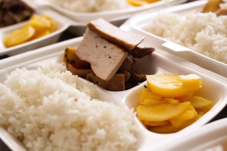Tặng suất ăn miễn phí cho thí sinh và người nhà tham dự kỳ thi THPT quốc gia 2015 - ảnh 16