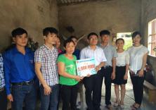 Đoàn thanh niên ĐHHHVN trao tặng kinh phí hỗ trợ đề án 500 - đợt II/2015